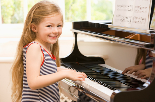 kids play piano